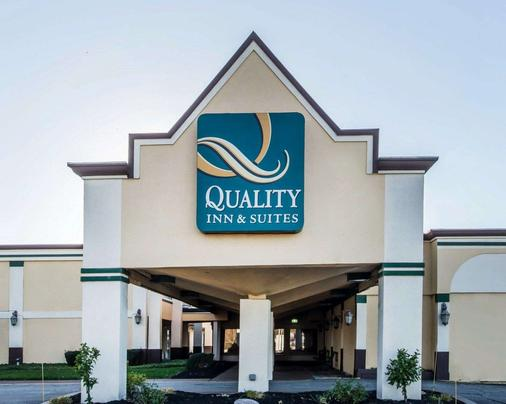Quality Inn & Suites Conference Center Across from Casino - Erie - Toà nhà