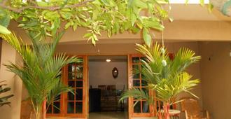 House Of Esanya - נגומבו