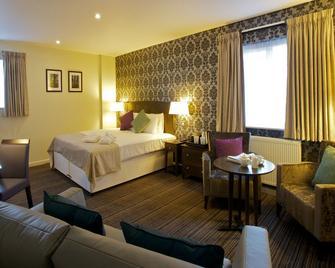 The Bridge Hotel - Chertsey - Bedroom