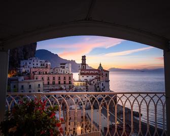 Palazzo Ferraioli - Hotel & Wellness - Atrani - Balkón