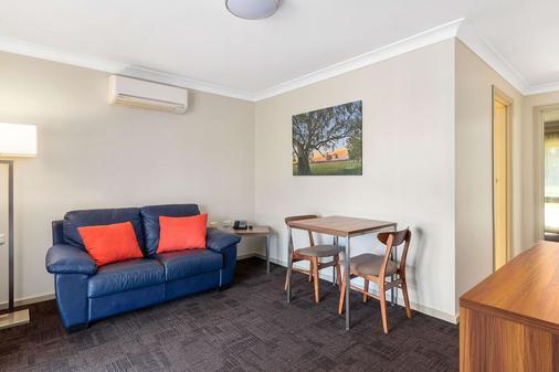 Quality Inn Carriage House - Wagga Wagga - Living room