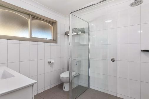Quality Inn Carriage House - Wagga Wagga - Bathroom