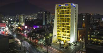 City Express Plus Monterrey Galerías - Monterrey - Bygning