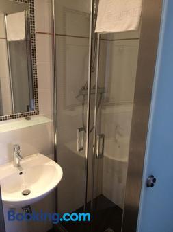 Hôtel Terminus Orléans - Paris - Bathroom