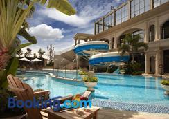 E-Da Royal Hotel - Cao Hùng - Bể bơi