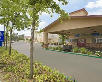Americas Best Value Inn & Suites Oroville - Oroville - Building