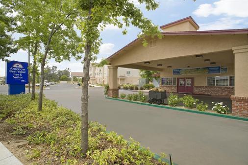 Americas Best Value Inn & Suites Oroville - Oroville - Gebäude