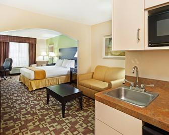 Holiday Inn Express & Suites Reidsville - Reidsville - Bedroom