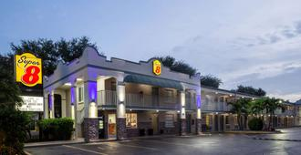 Super 8 by Wyndham Bradenton Sarasota Area - Μπρέιντεντον