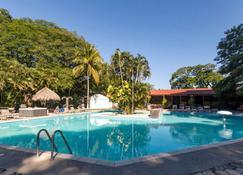 Best Western El Sitio Hotel & Casino - ไลบีเรีย - สระว่ายน้ำ