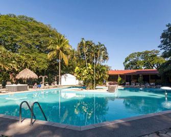 Best Western El Sitio Hotel & Casino - Liberia - Piscina