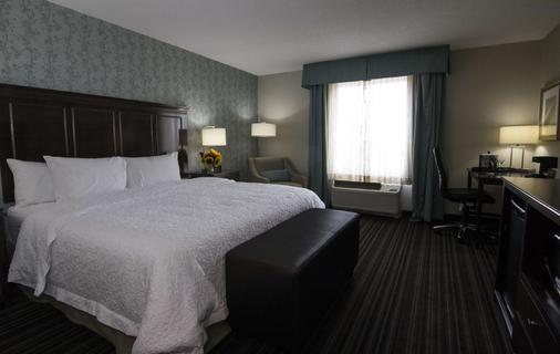 Hampton Inn & Suites by Hilton St. John's Airport - St. John's - Bedroom