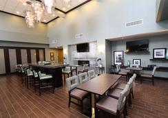 Hampton Inn & Suites by Hilton St. John's Airport - St. John's - Restaurant