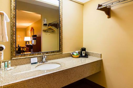 Quality Inn & Suites Garland - East Dallas - Garland - Μπάνιο