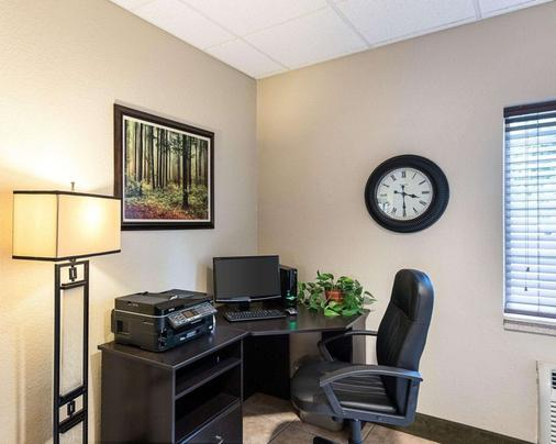 Suburban Extended Stay Hotel - Morgantown - Business centre