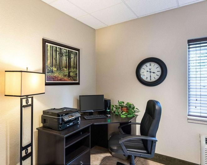 Suburban Extended Stay Hotel - Morgantown - Liikekeskus