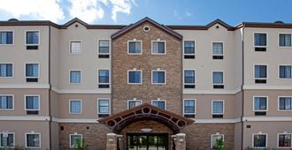 Staybridge Suites San Antonio Sea World - San Antonio - Building