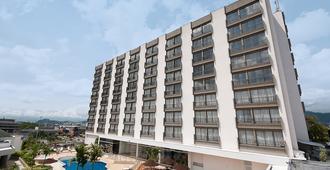 Movich Hotel de Pereira - פריירה