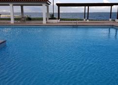 Sunrise Villa On The Beach - Portmore - Pool