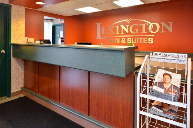 Lexington Inn & Suites Windsor - Windsor - Vastaanotto