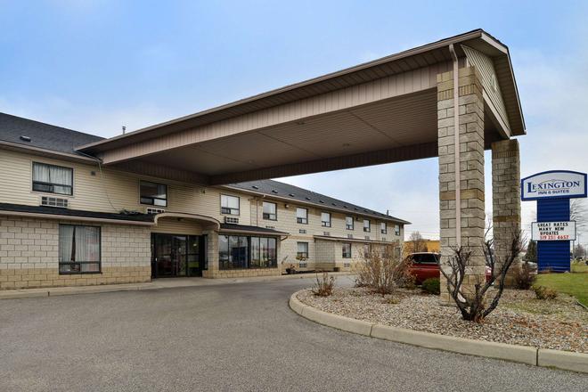 Lexington Inn & Suites Windsor - Windsor - Rakennus