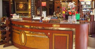 Parkway Inn - Bangkok - Front desk