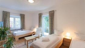 Günstig Schlafen 24 - Munich - Bedroom