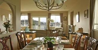 Sleeping Bulldog Bed and Breakfast - Seattle - Dining room