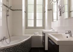 The Originals Boutique, Villa Montpensier, Pau (Inter-Hotel) - Pau - Phòng tắm