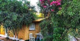 Çesme Ekolojik Tatil Köyü - Çeşme - Patio