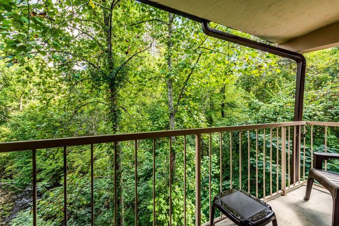 Motel 6 Gatlinburg Smoky Mountains - Gatlinburg - Parveke