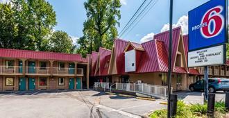 Motel 6 Gatlinburg Smoky Mountains - Gatlinburg - Building
