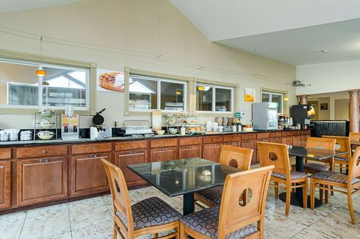 Quality Inn & Suites Northampton- Amherst - Northampton - Buffet