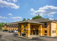 Quality Inn and Suites Mason Hwy 42 - Mason - Building