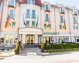 Familie HOPFELD - Hotel DREIKÖNIGSHOF - Stockerau - Gebouw