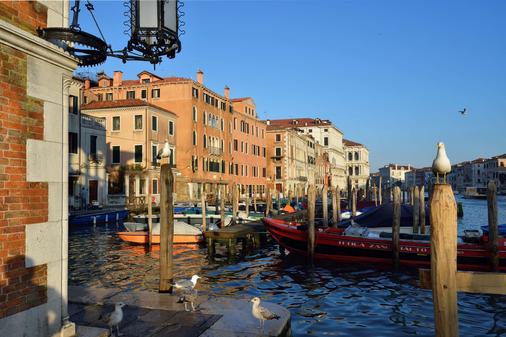 Hotel L'Orologio Venezia - Venice - Building