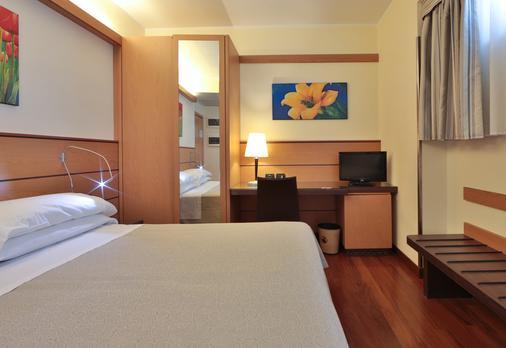 Best Western Hotel Dei Cavalieri - Barletta - Schlafzimmer