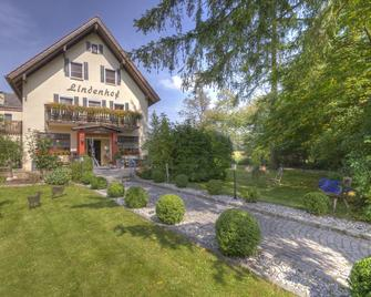 Landhotel Lindenhof - Vohenstrauss - Gebouw