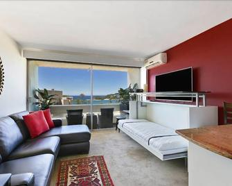 807 at the beach - Manly - Living room