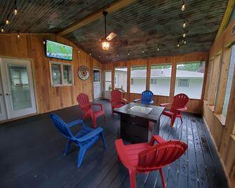 Cozy and Quiet Ranch house Close to everything - Freeport