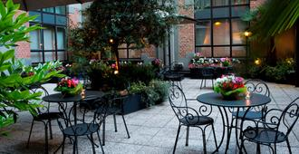 Starhotels Business Palace - Milan - Patio