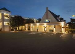 Days Inn by Wyndham Alexandria - Alexandria - Building