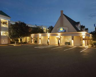 Days Inn by Wyndham Alexandria - Alexandria - Building