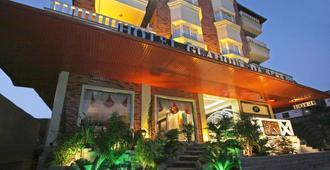 Hotel Glamour Da Serra - Грамаду - Здание