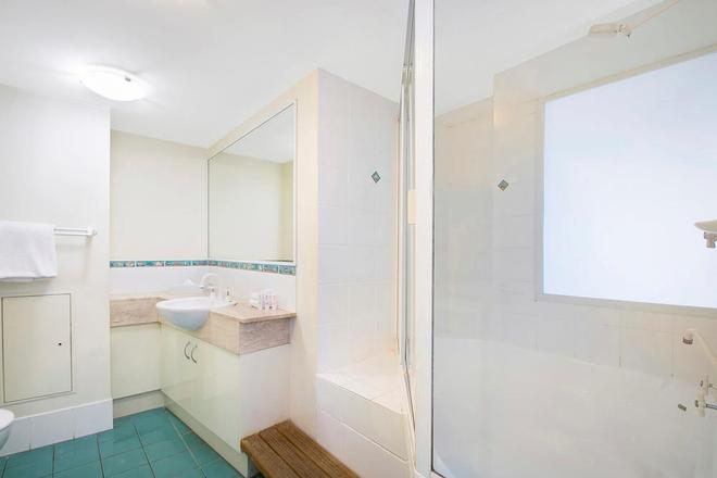 Breakfree Grand Pacific Caloundra - Caloundra - Bathroom