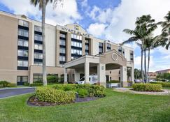 Hyatt Place Miami Airport Doral - Doral - Building
