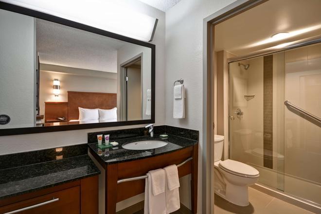Hyatt Place Miami Airport Doral - Doral - Bathroom
