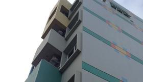 Leez Inn - Manila - Edificio