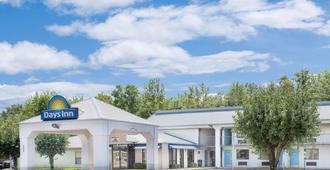 Days Inn by Wyndham N Little Rock East - North Little Rock - Building