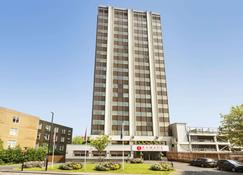 Ramada Hotel & Suites by Wyndham Coventry - Coventry - Toà nhà